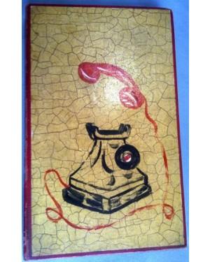 AGENDA TELEFONICA ANTIGA,década de 50,mostranndo na capa telefone de baquelite da época.