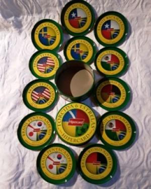 copos -porta copos em metal, vem dentro de um potinho, alusivo à todas as copas de futebol do brasil.