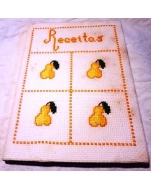 caderno, papel pautado, com capa decorada com trama de tecido , para anotar receitas culinárias.