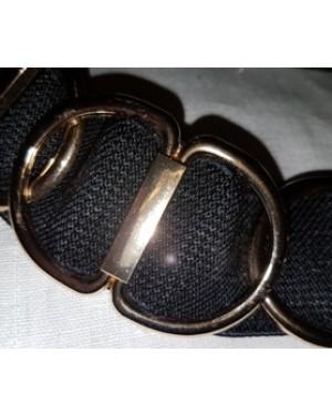 cinto em elástico e fivelas douradas, fivela dourada,largura 5 cm aprx, tamanho m, perfeito estado.