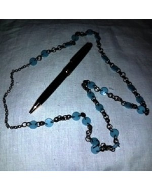 colar em elos de metal e contas redondas , plasticas,azuis,perfeito estado,tamanho g.