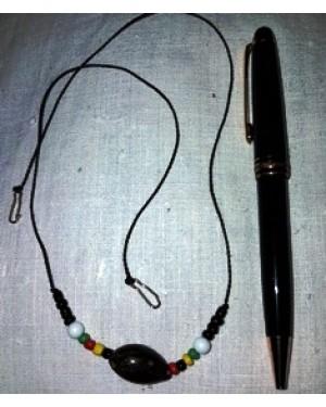 colar em fio tecido , com côco pingente, típico do Brasil, tamanho p, bom estado
