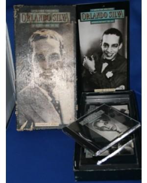 jogo especial de cd,do cantor Orlando Silva,tendo um livro com seu perfil biográfico,e 3 disco todos em perfeito estado,mede 32 x 17 cm.