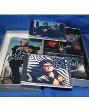 jogo de cds especial,de thelegendary cantor Roy Orbison,da década de 50 em perfeito estado com 4 cds a caixa mede 32 x 17 cm.