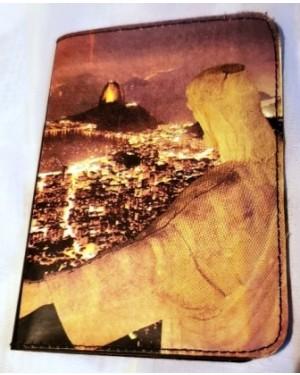 porta -passaporte / carteira de trabalho etc. em  courino c cenas Rio Janeiro. perfeito estado, nunca foi usado