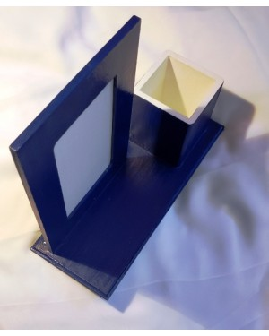 porta retratos e canetas, para mesa, caseiro, madeira azul , lindo, mede 26 x  10 cm de base, o espaço útil para a foto é 8 x 13 cm, o tamanho total do objeto é de 19 x 26 cm, perfeito estado.