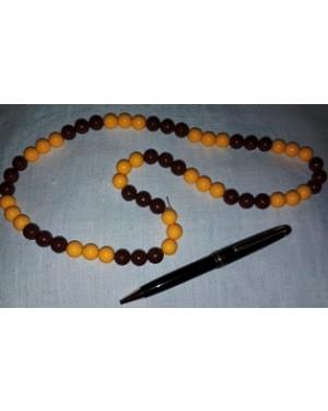 colar em plástico marron amarelo, comprimento 1 voltas ao pescoço, bom estado.