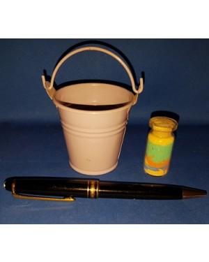 baldinho de metal de pegar arco íris, mede 6 cm altura, sem uso.