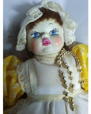 bonequinhas pano lindinhas rosto plástico, coleção ou uso, bom estado, uma gracinha! Altura 24 cm.