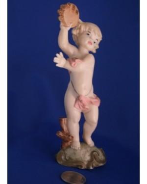 escultura em resina, menino com tamborete, 1980 aprx, altura 14  cm, perfeito estado , decorativa.