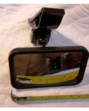 Espelho Convexo para maior visibilidade, tamanho ideal para não atrapalhar o motorista, adapta-se à todo tipo de para-brisa ou vidro traseiro. Fácil instalação  braçadeira. RESISTENTE A ÁGUA: SIM COMPOSIÇÃO DO MATERIAL: PLÁSTICO ABS COR PRINCIPAL: PRETO