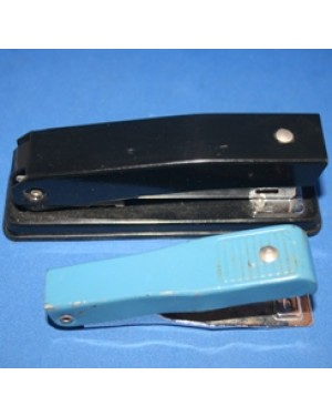 grampeadores para papéis, duas peças, praticamente sem uso.