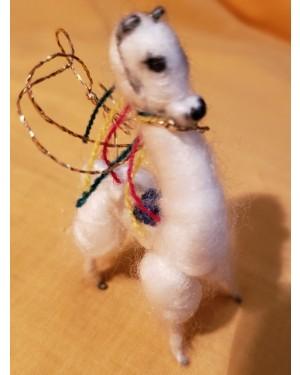 llama,bonequinho feito c a própria lã , original, decoração.