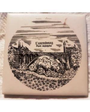 azulejo miniatura,da cidade de LUXEMBURGO luxemburgo, para por na parede ou vitrine, para coleção ou decoração.