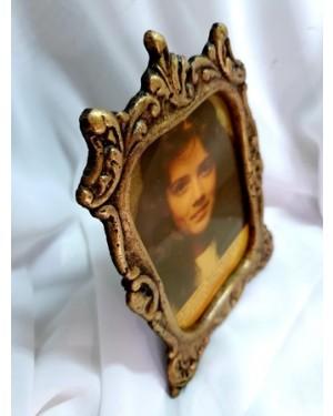 Porta retrato , bronze guirlandado antigo, mede 11,5 x 16 cm, área da foto 8 x 11 cm.