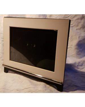 porta retratos c paspartout, metal, madeira laqueada e vidro. Praticamente sem uso. Mede  22 x 24 cm, perfeito estado.