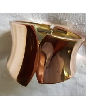 pulseira bracelete- escrava, cobrada e linda, abre com mola,tamanho p/m, perfeito estado, largura de 2 ate 4 cm.