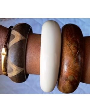 pulseiras,4pçs, sendo uma em plástico brilhante e 3 em madeira adornadas c metal e marchetaria.Tamanho m /g, bom estado