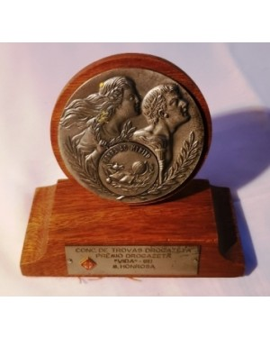 Troféu trovas DROGAZETA 1982 hora ao mérito madeira e metal, base c feltro, usado antigo